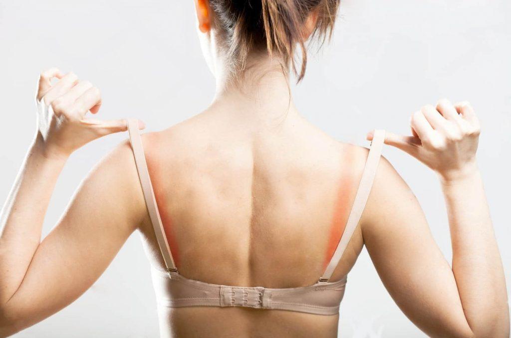 Quem diria que as dores na coluna podiam estar a ser causadas por um item tão pequeno- o sutiã!